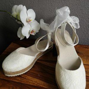 flacher Brautschuh mit Spitze